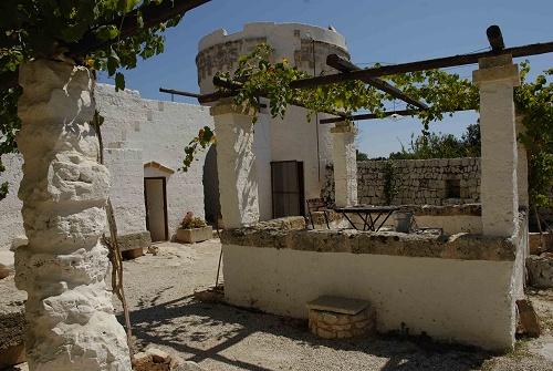 Masseria santu lasi san biagio un architettura in - Costruire una casa economica ...