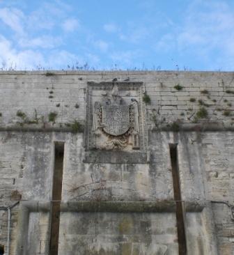 Castello, stemma di Carlo V